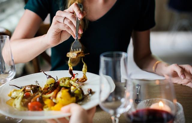 お昼は誰かと一緒に食べるのが当たり前?ひとりランチしたって全然問題ないでしょ◎