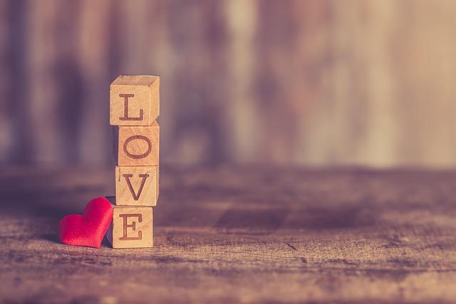 恋愛と結婚は別?結婚しても忘れられない人がいるときの対処法